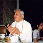 ¿Cómo podemos hacer la vida menos problemática?¿Qué diferencia hay entre la vida divina y la vida humana?